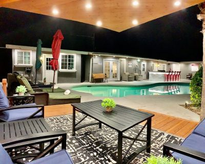 Awesome 3-Unit House w/Heated Pool - West Hills