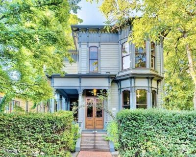 NEW! Summer in Historic Nob Hill Modern Apartment in the Vibrant Rose City - Alphabet Historic District