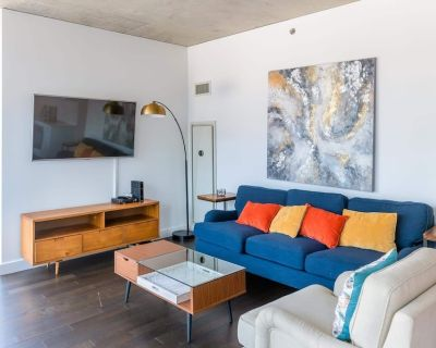 2B/2BA Executive Glass Apt | Balcony, Rooftop Pool & Gym by ENVITAE | PAID IN/OU - River North