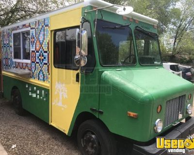 Low Mileage 2004 Freightliner MT45 Mobile Kitchen Food Truck