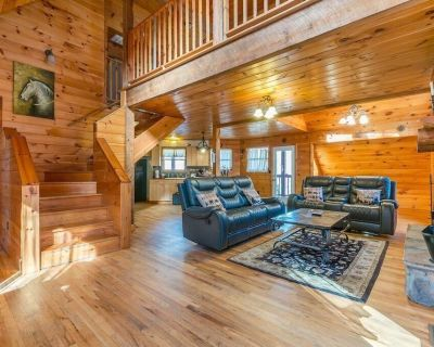 Private Custom Cabin | Huge Hot Tub | Private Porches | Fire Pit | Pool Table - Cleveland