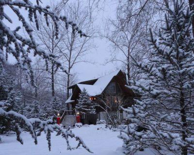 Appalachian Log Cabin on Tuckasegee River. Pet friendly, Hot Tub, Wifi, & HBO - Whittier