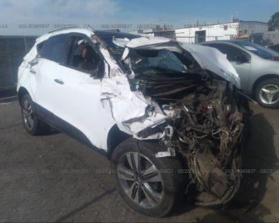 Salvage White 2014 Hyundai Tucson
