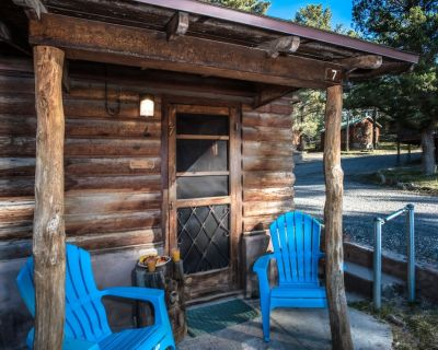 Looking for a rustic and romantic retreat for two in Ruidoso, New Mexico? Apache - Ruidoso