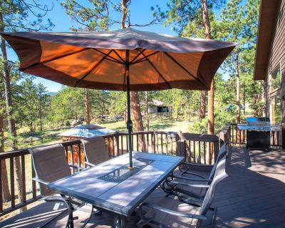 New Listing! Hot Tub! Beautiful Mountain Home, Great Family Getaway - Estes Park