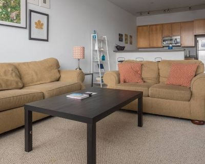 Spacious Townhome w Parking and Walk to Dining - Historic Third Ward