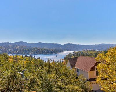 Lake View Getaway w/ Free WiFi, a Fireplace, & a Full Kitchen! - Lake Arrowhead