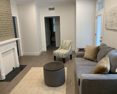 Upscale midtown condo, granite, stainless, walk in shower, WiFi, cable! - Mobile