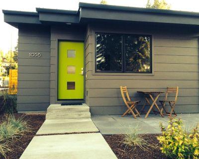 Modern Studio House, AC, Amazing Location - River West