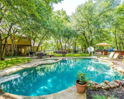 Backyard Oasis with Large Pool/Hot Tub Executive Home - Flower Mound