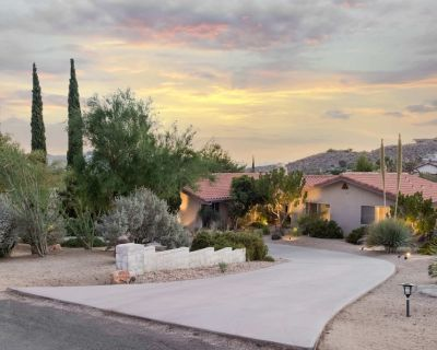 Airway to Heaven - Expansive Home w/ Views, Hot & Cool Tubs, Games & Hummingbird - Yucca Valley