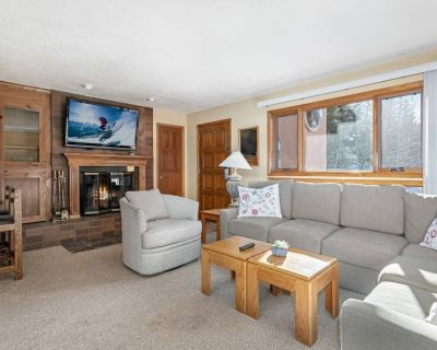 Enjoy our Wood Burning Fireplace, Heated Pool, Free Shuttle and Parking, and Outdoor Grill! - West Vail