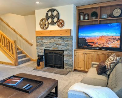 3Bed 3Bath, Private Hot Tub, 5 Minute Walk to Main Street, Town Ski Lift & More! - Park City