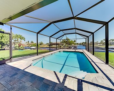 Canal-Front w/ Screened Saltwater Pool, Dock & Boat Lift - Updated Interior! - Caloosahatchee