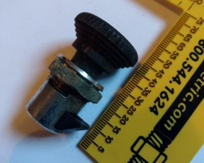 Glove box latch / glove box lock