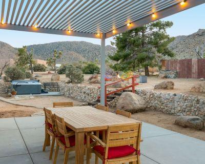 Rocky Ridge Retreat - Hot Tub, Fire Pit & BBQ! - Joshua Tree