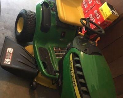 John Deere D125 Lawn Tractor