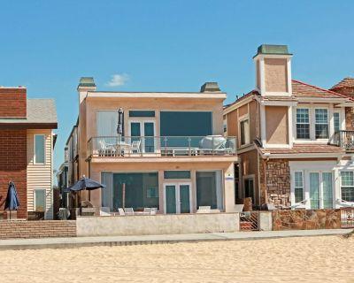 Oceanfront Upper Unit + Balcony! Walk to Balboa Pier, Fun Zone, Ferry - Balboa Peninsula