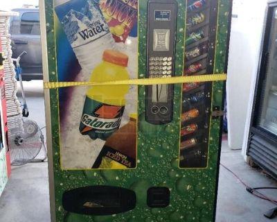 USI / Wittern BC12 Cold Drink Vending Machine Soda Vendor