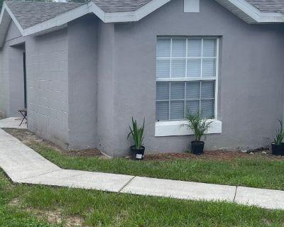 Private room with shared bathroom - Orlando , FL 32810