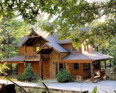 Mountain Retreat - Hot Tub, Wifi, Fireplaces, Pool Table - Helen
