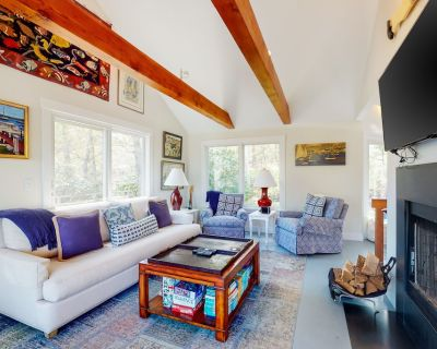 Dog-Friendly Secluded Island Gem w/ Large Deck, Covered Patio, & Great Views! - Oak Bluffs