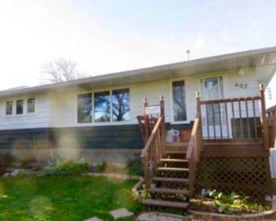602 17 Avenue East #A, Regina, SK S4N 0Y7 3 Bedroom Apartment