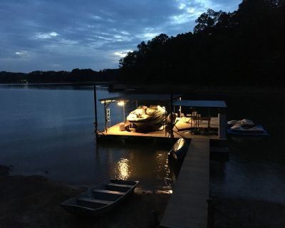 Cabin on Lanier, with 32 x 32 dock and Deep Water, Family friendly - Gainesville