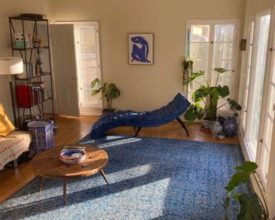 *** Large Sunny Master Bedroom Town House Avail!