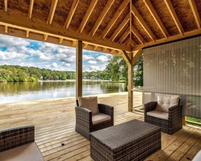 Sunny Deck ALL Rooms w/LAKE VIEW - Snellville