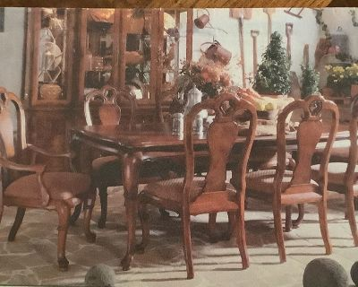 Thomasville British Gentry Dining room Table and Chairs