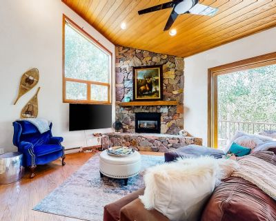 Mountain Townhouse with Shared Pool & Hot Tub, High-Speed WiFi, & Washer/Dryer - Vail