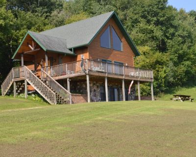 Entire high-quality lodge well equipped and tranquil - See ALBINO deer! - Cochrane