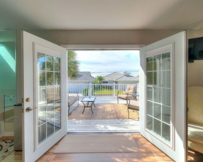 Beach by Day, Fire by Night - Quaint Neighborhood - Within Steps Of The Beach - Crescent Beach