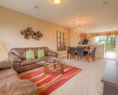 Three-story townhome with all the luxuries to make your stay feel like home! - Orlando