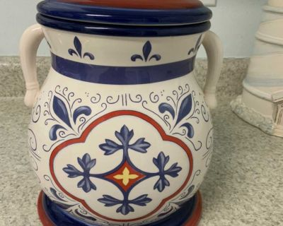 Cookie Jar 10 tall EUC ! No chips or cracks see additional pics