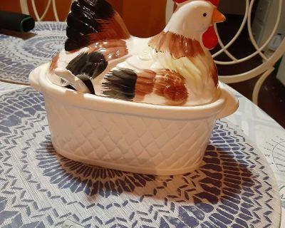 Vintage hen chicken gravy bowl
