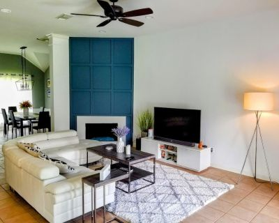 Entire Modern house with glass fireplace and patio. - Pearland