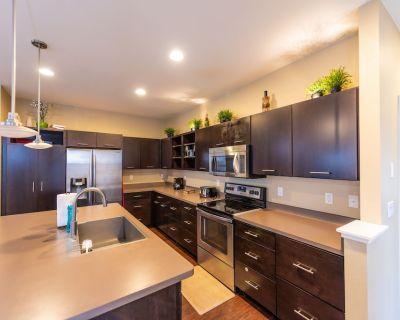 Beautiful Contemporary -3 Level Home@best Location - Northridge