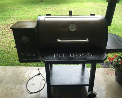 Grill- Wood Pellet Pit Boss Grill and Smoker