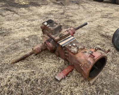 IH Farmall 806 Rear End and Front Axle