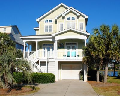 Lakefront home near the ocean with elevator, screened porch, and 2 decks in Litchfield by the Sea. - Litchfield by the Sea