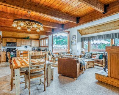 Ski-in/ski-out, dog-friendly condo w/ private hot tub, walk to Mtn. Village! - Big Sky Mountain Village