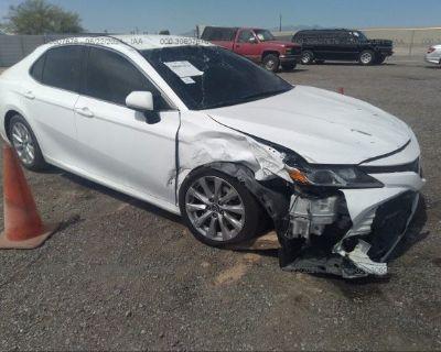 Salvage White 2018 Toyota Camry