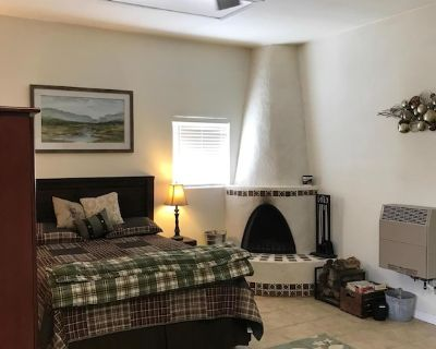 Get away to Queen. Peaceful efficiency apartment. One hour from Carlsbad. - Whites City
