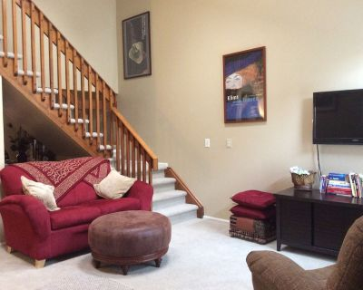 Luxurious Townhome With Great Access to Downtown - Aurora