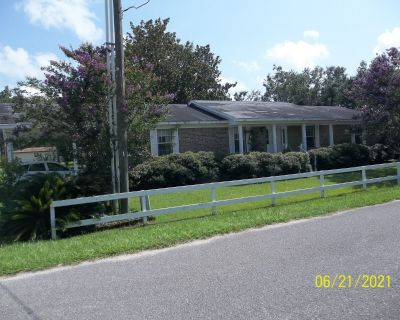 Pelican Mobile Home Park in the heart of Foley