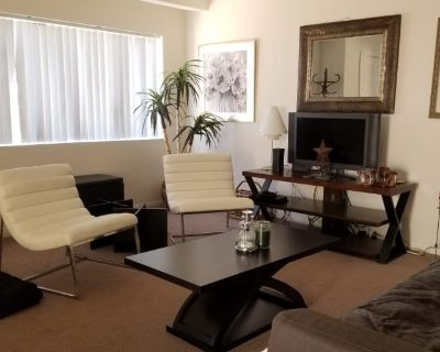 Private room with shared bathroom - Palm Springs , CA 92262