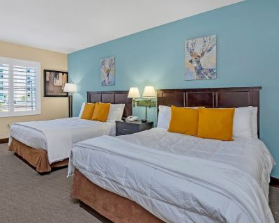 Near Disney - 1BR Suite with Two Queen Beds - Pool and Hot Tub! - Orlando