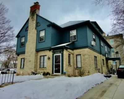 2235 E Woodstock Pl, Milwaukee, WI 53202 3 Bedroom Apartment